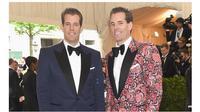 Tyler dan Cameron Winklevoss, pria kembar identik yang kini menjadi miliarder Bitcoin pertama di dunia (Sumber: The Guardian)