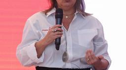 President Asean Business The Coca-Cola Company Claudia Lorenzo saat peluncuran Plastic Reborn 2.0 di Jakarta, Rabu (17/7/2019). Plastic Reborn 2.0 mendorong terbentuknya market place yang lebih efisien untuk sistem persampahan dan daur ulang di Indonesia. (Liputan6.com/Herman Zakharia)