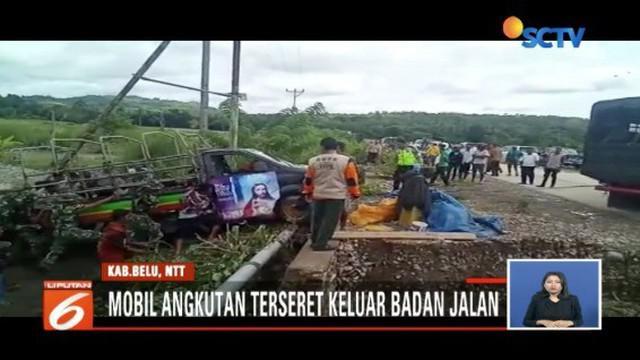 Sungai Baukama yang meluap merendamkan permukiman warga Belu, Nusa Tenggara Timur.