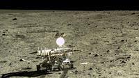 Yutu, rover buatan Tiongkok yang menemukan jenis batuan baru di bulan (sumber: newscientist.com)