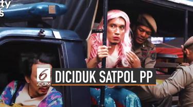 Dua presenter televisi Vincent Rompies dan Desta berhasil mencuri perhatian dengan video terciduk Satpol PP.