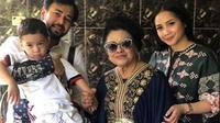 Potret kedekatan Mami Popon dengan Rafathar. (Sumber: YouTube Rans Entertaiment)