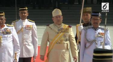 Sultan Muhammad V dari Kelantan mengundurkan diri sebagai Raja Malaysia ke-15. Hal ini disampaikan Istana Kerajaan hari Minggu (6/1).