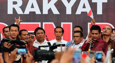 Presiden terpilih Joko Widodo menghadiri acara 'Maklumat Rakyat untuk Presiden Baru' di Tugu Proklamasi, Jakarta, Rabu (23/7/14). (Liputan6.com/Andrian M Tunay)