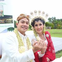 Pernikahan Ardina Rasti - Arie Dwi Andhika (Daniel Kampua/bintang.com)