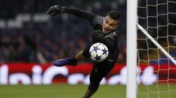 Pemilik nama lengkap Emil Audero Mulyadi mulai dikenal ketika dirinya menjadi kiper ketiga Juventus sebelum musim 2018/2019. Emil mendapatkan darah Indonesia dari sang ayah yang berasal dari Kota Mataram, Nusa Tenggara Barat. (Foto: AFP/Adrian Dennis)