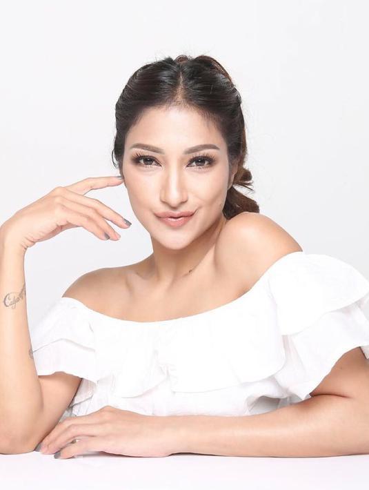 Meskipun pada 7 September 2021 mendatang Rahma Azhari genap berumur 40 tahun, akan tetapi ia tetap terlihat awet muda. (Foto: instagram.com/raazharita)