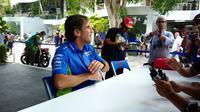 Davide Brivio saat diwawancara wartawan Indonesia di hospitality room Suzuki (Liputan6.com/Defri Saefullah)