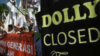Mahasiswa yang tergabung dalam kesatuan Mahasiswa Muslim Jombang turun kejalan mendukung penutupan lokalisasi Dolly.