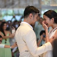 Pasangan kekasih Chicco Jerikho dan Putri Marino akhirnya meresmikan hubungannya. Potret dan video pernikahan pasangan ini banyak tersebar di media sosial. (Foto: Jozz Felix Photography/#MrandMrsJerikho)
