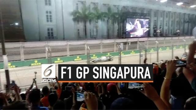 Pemerintah Singapura mendukung penuh kegiatan Formula 1 yang berlangsung di Sirkuit Jalanan Marina Bay pada Minggu (22/9/2019). Semua warga Singapura dan turis asing terlihat berpesta menyambut balap jet darat.