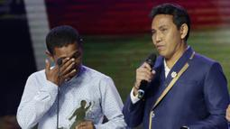 Pelatih Timnas Indonesia U-16, Bima Sakti, saat acara Indonesian Soccer Awards 2019 di Emtek City, Jumat (10/1/2020). Timnas Indonesia U-16 memensiunkan nomor punggung dua yang sebelumnya dipakai oleh Alfin Lestaluhu. (Bola.com/M Iqbal Ichsan)