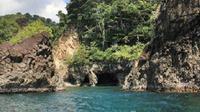 Gua Sarang ini terletak di kaki tebing dan perbukitan hutan lindung Pulau Weh (sumber: twitter Pesona Cahaya Aceh @aceh_disbudpar).