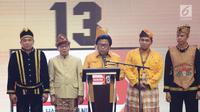 Ketua Umum Partai Hanura Oesman Sapta Odang (OSO) memberi sambutan dalam pembukaan Rakernas Hanura di Pekanbaru, Riau, Selasa (8/5). Dalam sambutannya, OSO menyampaikan bahwa Presiden Jokowi batal menghadiri acara tersebut. (Liputan6.com/Herman Zakharia)