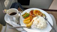 Menu Bistik Legend bisa dinikmati penumpang Kereta Wisata Argo Muria Priority. Foto: Liputan6.com/Maulandy