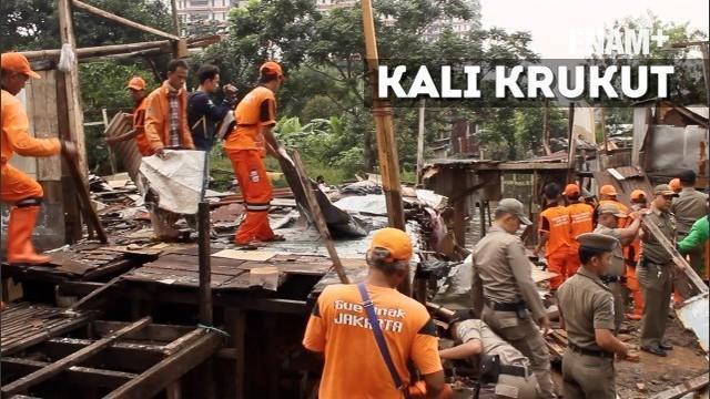 Pemkot Jakarta Selatan membongkar sejumlah bangunan liar yang ada di bantaran kali Krukut