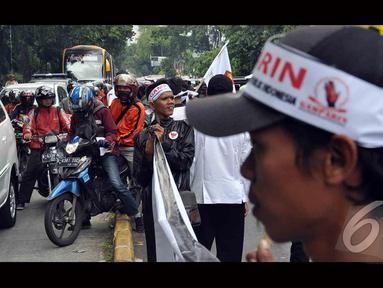 Aksi di depan gedung Mahkamah Konstitusi membuat kemacetan (Liputan6.com/Miftahul Hayat)