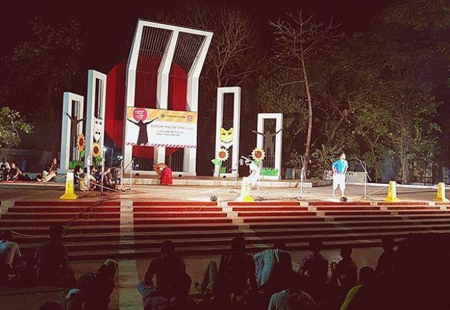 Shaheed Minar dibangun untuk menghormati dan mengenang perjuangan masyarakat Bangladesh dan empat mahasiswa yang tewas untuk menyejajarkan bahasanya pada 21 Februari 1952. (Instagram/euphrocinous)
