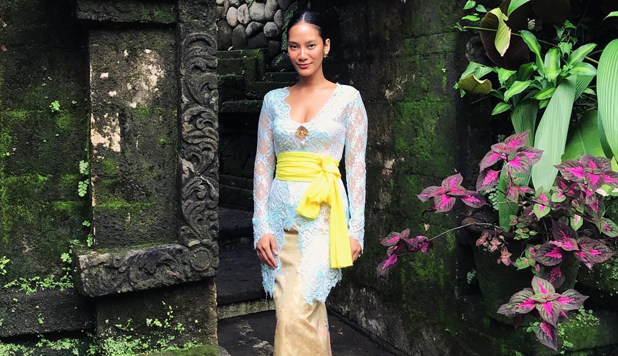 Kedatangannya ke Bali beberapa waktu lalu memang menjadi sorotan netizen. pasalnya Tara Basro dinilai sangat mempresentasikan kecantikan wanita Indonesia. (Liputan6/IG/tarabasro)