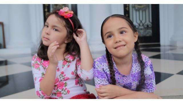 Nicole Rossi dan Velove Meyer terlihat menggemaskan saat beradu akting di Elif Indonesia. Pemeran Elif dan Tasya itu berbagi keseruan saat berada di lokasi syuting. Seperti apa ceritanya? Saksikan hanya di Starlite!