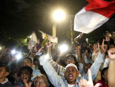 Yakin Menang, Pendukung Capres Prabowo Bersorak di Rumah Kertanegara
