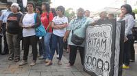 Joko Widodo menerima Komite Aksi Perempuan (KAP) yang datang ke rumah dinasnya di kawasan Menteng, Jakarta, Kamis (1/5/14). (Liputan6.com/Herman Zakharia)