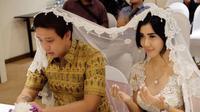 Nama Rey Utami melambung setelah dinikahi pria kaya asal Medan, Pablo Putera Benua. Apa, sih kerjaan suaminya? Cekidot! (Via: instagram.com/reyutami)