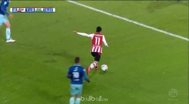 PSV Eindhoven menjaga keunggulan 7 poin di puncak klasemen Eredivisie usai menang tipis dengan skor 1-0 atas Excelsior. Luuk de Jo...