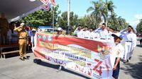 Walikota Bitung, Maxmiliaan J Lomban SE. M,Si melepas gerak jalan SMP sederajat dan SMA sederajat dalam rangka merayakan hari kemerdekaan 17 Agustus ke-74 yang bertempat di Kota Bitung. Selasa, (13/8).