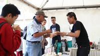 Kopi khas Banyumas dan kopi Nusantara lainnya tersaji di acara Ngopi bareng di Stasiun Purwokerto, Jawa Tengah. (Liputan6.com/KAI Daop 5/Muhamad Ridlo)