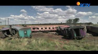 Sebuah kereta penumpang bertabrakan dengan sebuah truk di Free State, Afrika Selatan, Kamis, 4 Januari 2018.