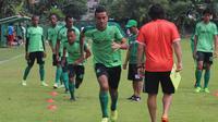 Persebaya Surabaya latihan di lapangan Karanggayam, Surabaya (Dimas Angga/Liputan6.com)