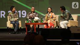 CEO & Co-Founder Tokopedia, William Tanuwijaya, Wakil Direktur LPEM FEB UI, Kiki Verico, Pendiri Smitten by Pattern, Laras Anggraini saat berdiskusi mengenai Tokopedia kepada media di Jakarta, Kamis (10/10/2019). (Liputan6.com/Angga Yuniar)
