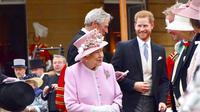 Ratu Elizabeth II di pesta kebun Buckingham Palace. (dok. Instagram @sussexroyal/https://www.instagram.com/p/ByDdHsPF2xy/Putu Elmira)