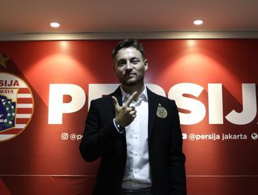 Persija Resmi Kenalkan Marc Klok