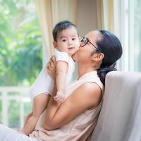 ilustrasi ibu dan anak/copyright by SUKJAI PHOTO from Shutterstock