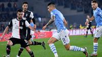 Gelandang Juventus, Miralem Pjanic (kiri). (AFP/Alberto Pizzoli)