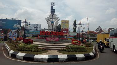 Tugua selamat datang di kota dodol Garut yang berada di Alun-Alun Tarogong Garut