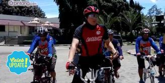 Unik, Lucky Hakim Berangkat Akad Nikah Naik Sepeda