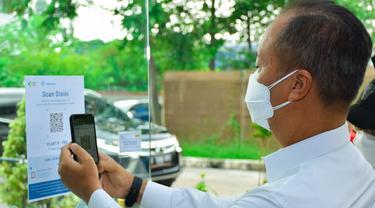Menteri Perindustrian Agus Gumiwang Kartasasmita menambah aturan penggunaan aplikasi PeduliLindungi dalam Izin Operasional dan Mobilitas Kegiatan Industri.
