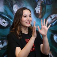 Chelsea Islan kembali membintangi film horor. Sebelum Iblis Menjemput Ayat 2 akan segera hadir di seluruh bioskop Indonesia mulai 27 Februari 2020. Dalam film ini, Chelsea kembali menjadi pemeran utama dan memerankan karakter Alfie. (Daniel Kampua/Fimela.com)