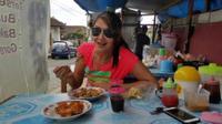 Tamara Bleszynski saat makan di warteg di Bali (Instagram/@tamarableszynskiofficial)