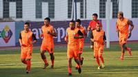 Pelatih Persija Jakarta, Julio Banuelos, mengaku tak masalah timnya bermain melawan Borneo FC pada Piala Indonesia 2018 di Stadion Wibawa Mukti, Cikarang. (dok. Persija Jakarta).