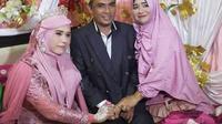 Andi Syamsir didampingi istri pertama dan isrti kedua sesaat setelah mengucapkan ijab kabul (istimewa)