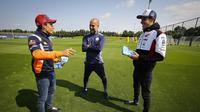 Marc Marquez dan Alex Marquez bertemu Manajer Manchester City, Pep Guardiola. (Twitter/MotoGP)