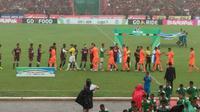 Duel Liga 1 2018 antara PSM Vs Persija  yang dihelat di Stadion Andi Mattalatta Mattoangin, Makassar, Jumat (16/11/2018) menyisakan cerita menarik. (Bola.com/Abdi Satria)