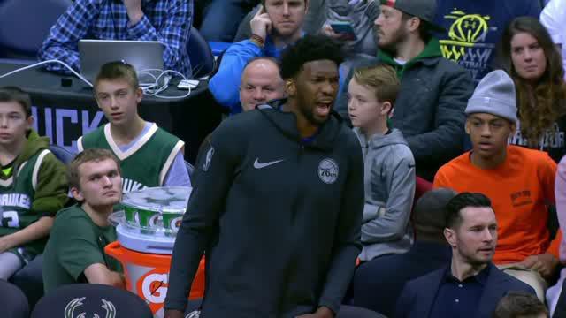 Berita video game recap NBA 2017-2018 antara Milwaukee Bucks melawan Philadelphia 76ers dengan skor 107-95.