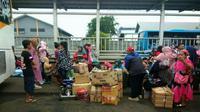 Saat mudik lebaran banyak masyarakat menggunakan kardus untuk membawa barang (Sumber foto: arah.com)