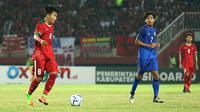 Witan Sulaeman saat duel Indonesia vs Thailand di penyisihan Grup A Piala AFF U-19 2018 di Stadion Gelora Delta, Sidoarjo, Senin (9/7/2018). (Bola.com/Aditya Wany)