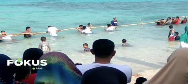 Warga Maluku antusias mengikuti Festival Pulau Buru di Pantau Jikumerasa.